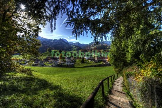Фотообои Полянка в альпийской деревне