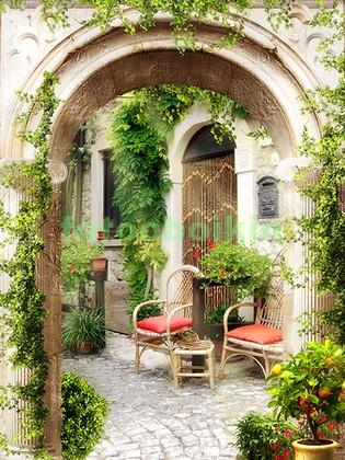Уютный дворик со стульями