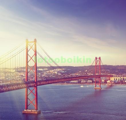 Фотообои Красный мост через реку
