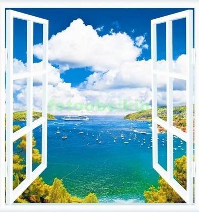 Окно с видом на голубое море