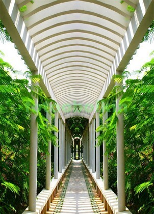 Фотообои Арка с колоннами в саду