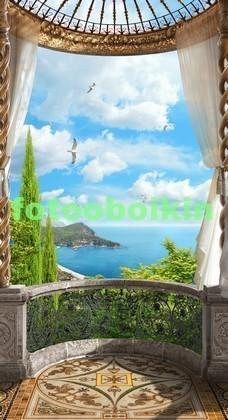 Старинный балкон с видом на море