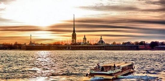 Петропавловская крепость вид с Невы
