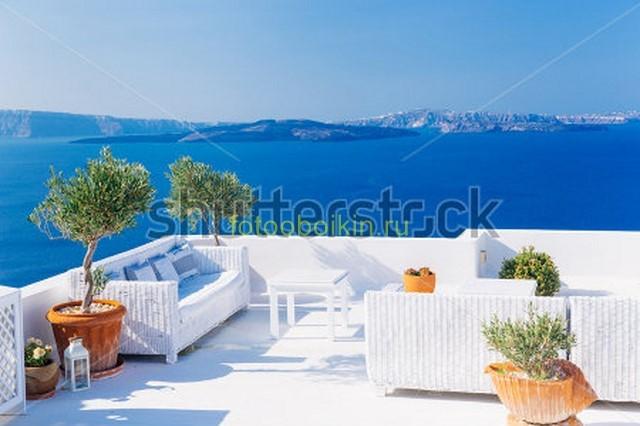 Балкон и синее море
