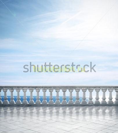 Балкон белый