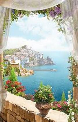 Балкон с видом на голубое море и город