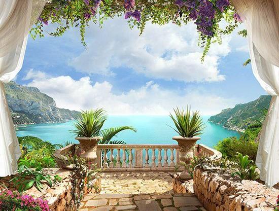 Балкон с фиолетовыми цветами