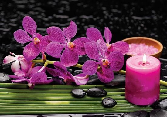 Розовая свеча и орхидея