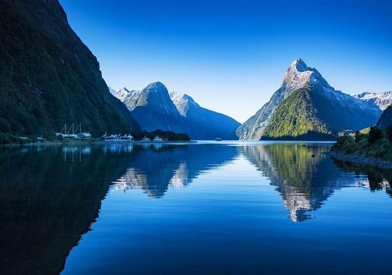 Озеро синее в горах
