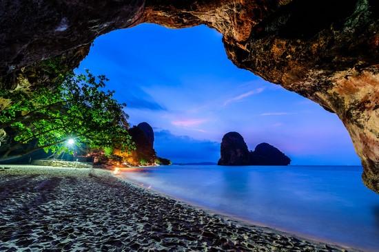 Фиолетовый океан и небо