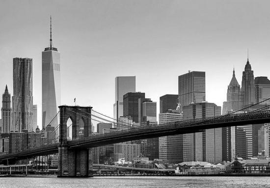 Мост на фоне небоскребов утром