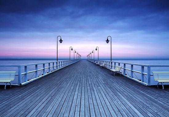 Деревянный мост на закате