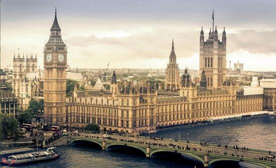 Лондон с видом на мост и дворец