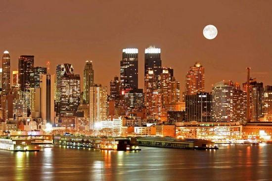Ночной город в сепии