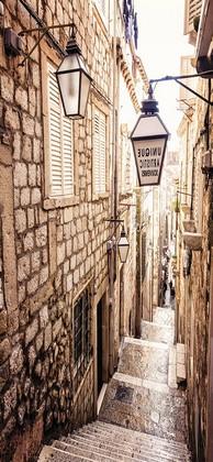 Узкая улица в Италии