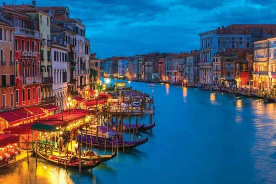 Ночная Венеция на воде
