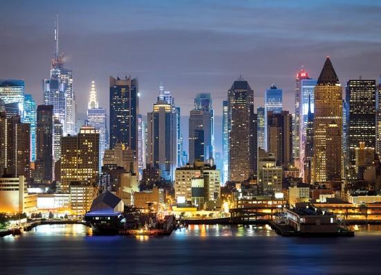 Ночной освещенный желтыми фонарями Нью-Йорк