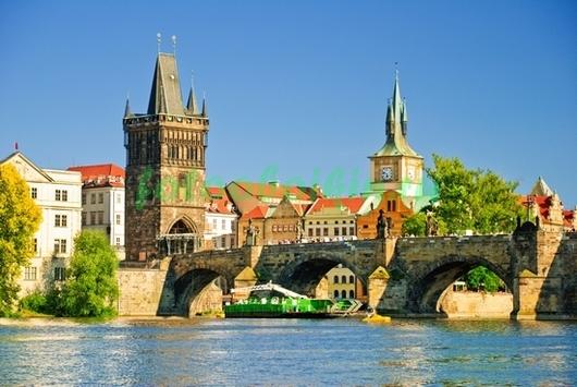 Прага в солнечный день
