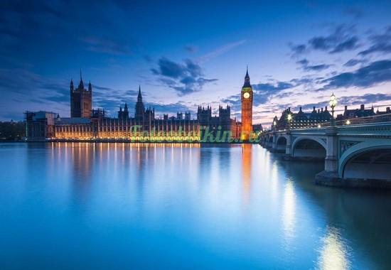 Парламент поздним вечером
