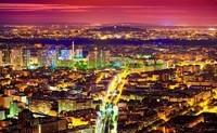 Красный закат в городе