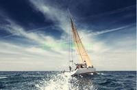 Яхта в плавании