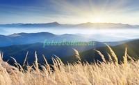 Высокие горы на закате