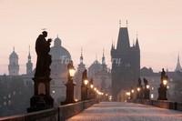 Мост вечером в Праге