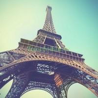 Эйфелева башня в дымке