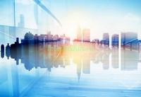 Город отражение в стекле