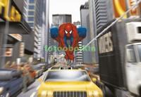 Человек Паук над машиной