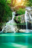 Красивый водопад в тропиках