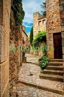 Узкая улочка в Италии