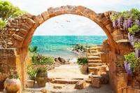 Старинная арка с цветами