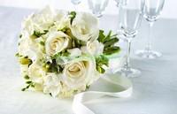 Белые свадебные розы
