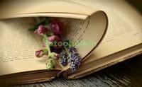 Книга с закладкой
