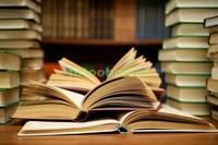 Книги и стопки из книг