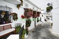 Белая улочка в Греции