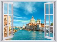 Окно с видом на собор в Венеции