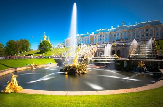 Фонтан в Петродворце