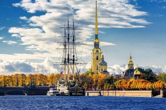 Фрегат у Петропавловской крепости