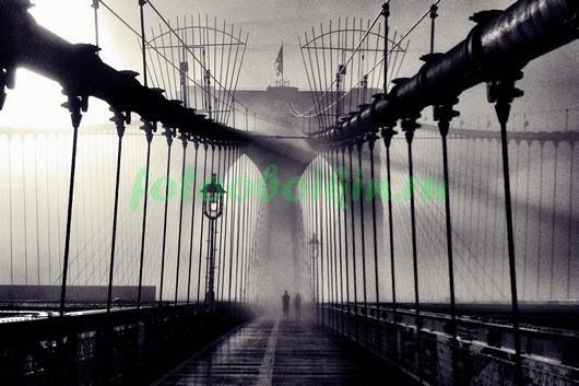 Туман ,свет лучей на мосту
