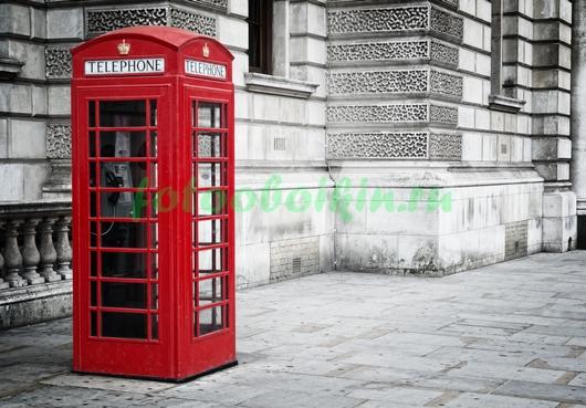 Таксофонная будка на улице