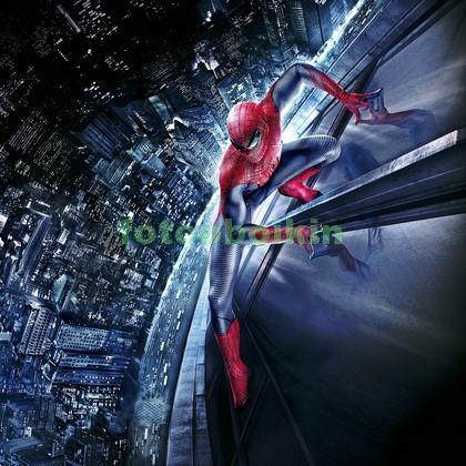 Человек паук над городом