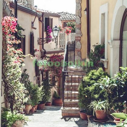 Улочка в горах в Италии