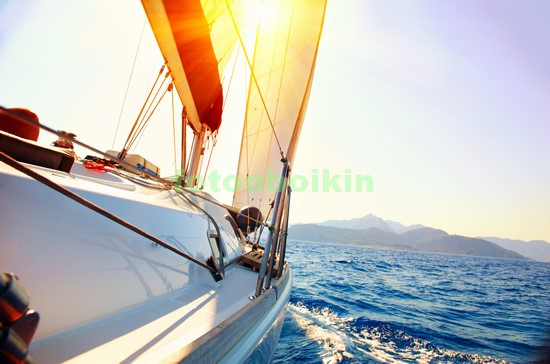 Яхта в средиземном море