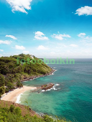 Вид с гор на голубое море