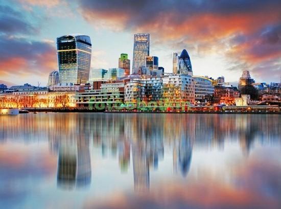 Небоскребы вечером в Лондоне