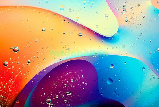 Капли на цветном фоне