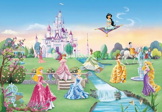 Принцессы перед замком