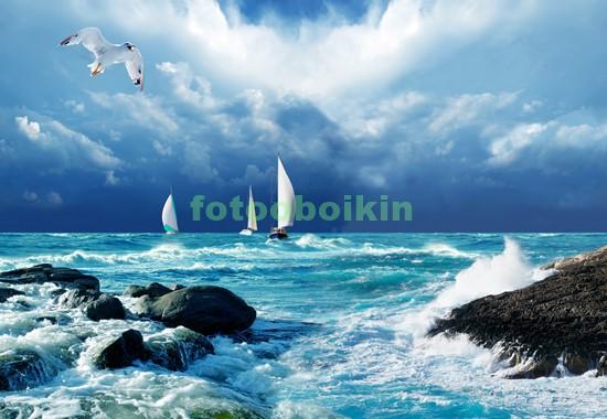 Парусники в голубом море